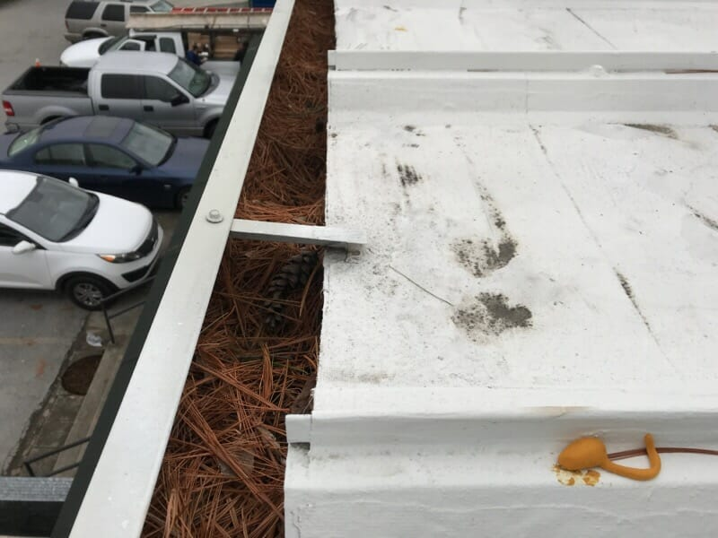 commercial-roof-gutters