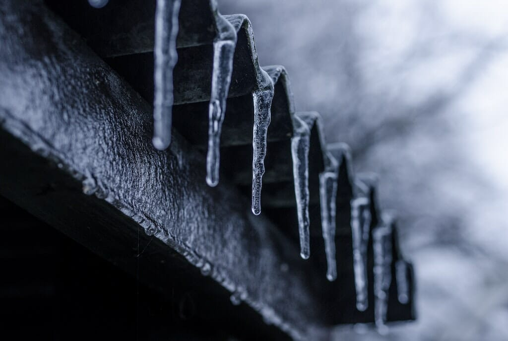 icicles-on-roof